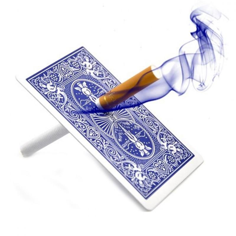 Cigarrillo a través del Naipe